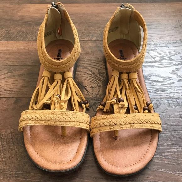 Minnetonka Schuhes    Nwot Fringe Ankle Sandales   Schuhes Poshmark 8dc300